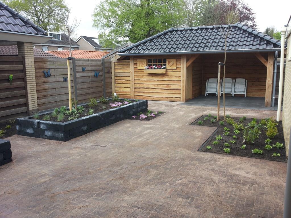Een tuin met overkapping vechtdalgroen hoveniers hardenberg - Bedek een houten terras ...
